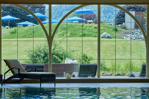Blick aus dem Schwimmbad