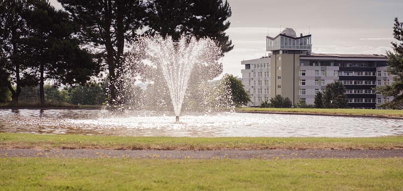 Springbrunnen vor der Klinik