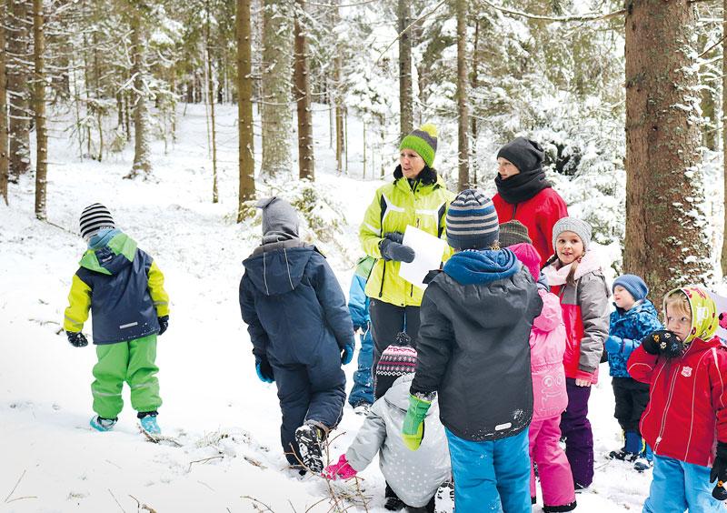 Kinderaktivitäten und Jugendaktivitäten im Winter