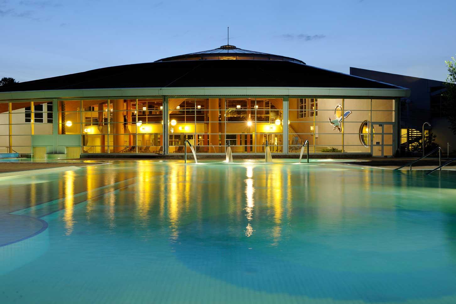 Schwimmbad Nachtansicht