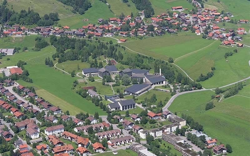 Luftbild der Klinik