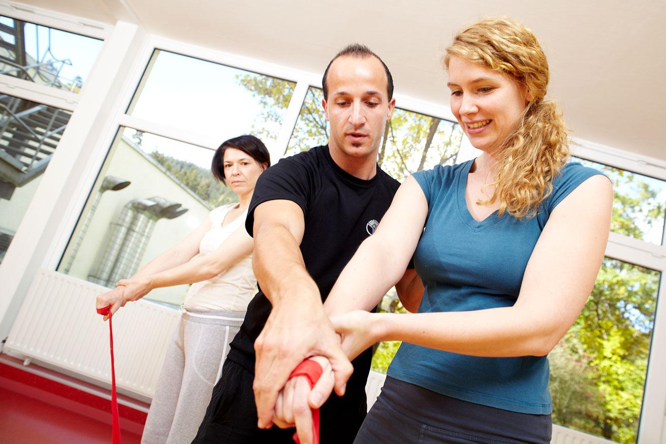 Gruppentraining in der Gymnastikhalle