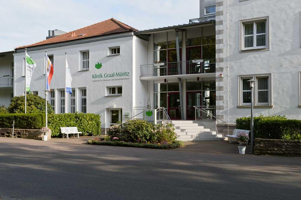 Klinikgebäude von vorne