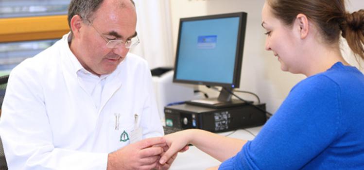 Dr Seidel mit Patientin