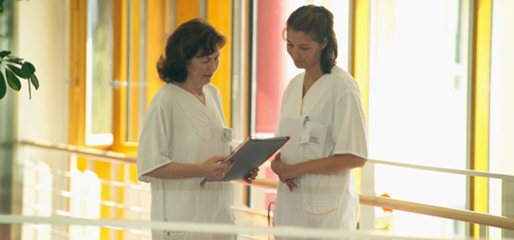 Krankenschwestern im Gespräch