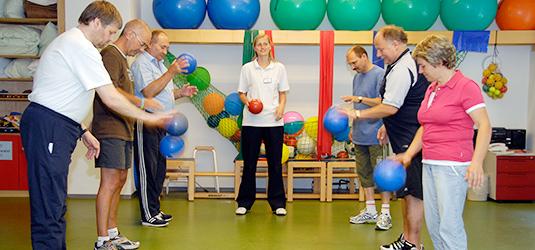 Krankenkgymnastik in der Gruppe