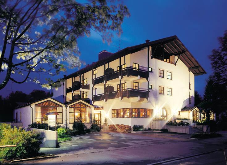 Kurhotel Eberl bei Nacht