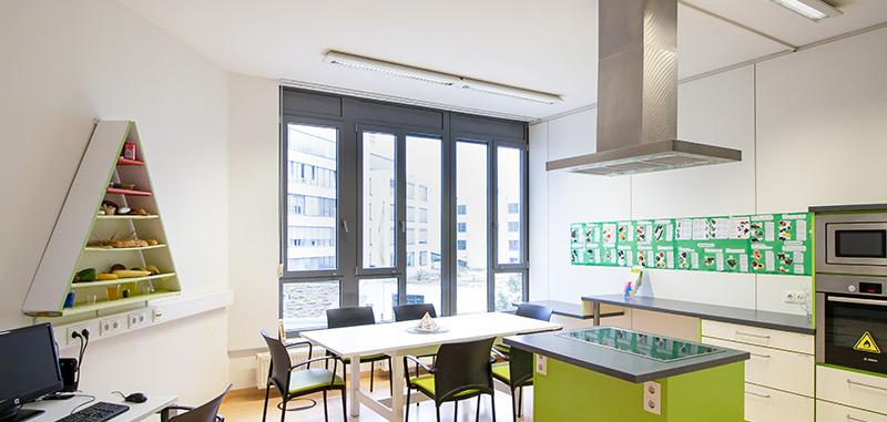 Küche mit Sicht nach außen